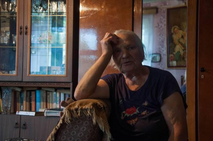 Людмила Романовна, жительница деревни Дуброво. Фото Анастасии Вереск