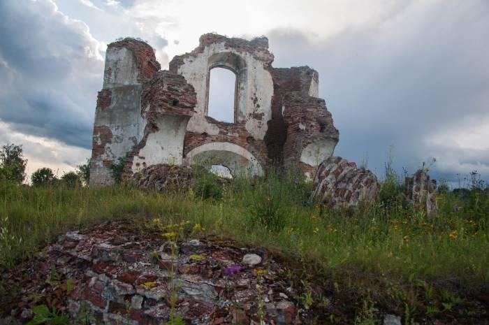 Даже руины выглядят внушительно. Фото Анастасии Вереск