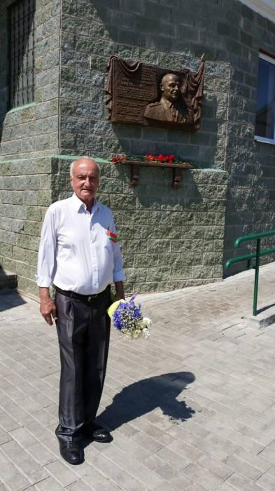 Создатель мемориальной доски Азат Торосян. Фото: Аля Покровская