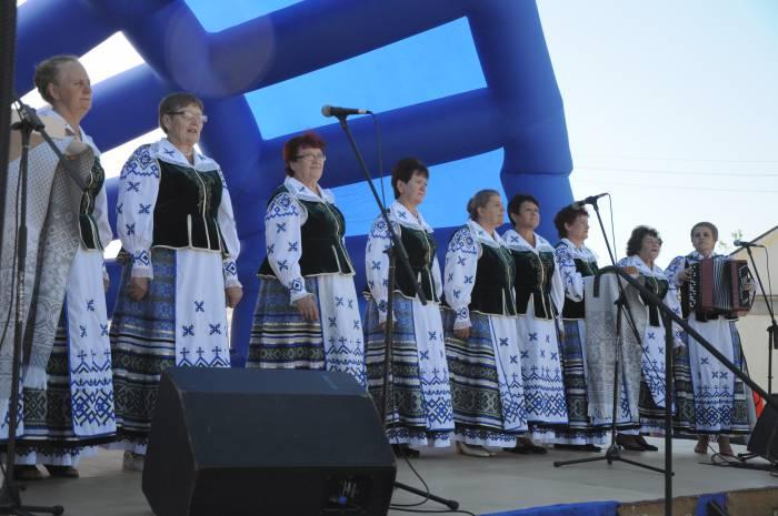 Выступление местных коллективов. Фото Анастасии Вереск