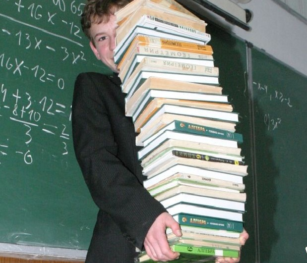 За учебники нужно платить. Фото bragazeta.ru