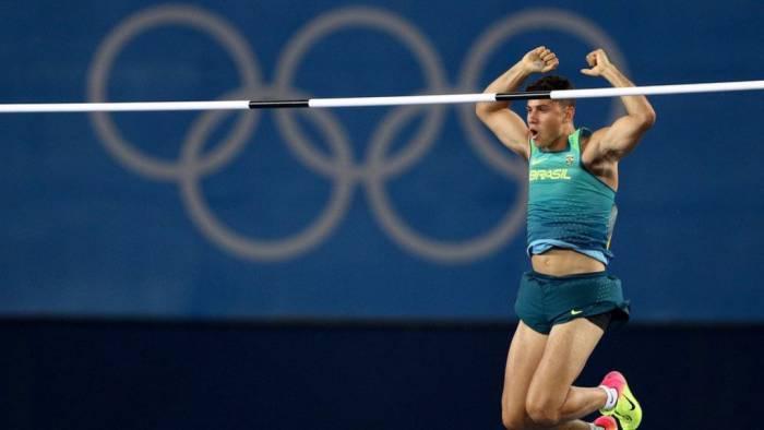 Бразильский прыгун с шестом Тьяго Браз да Силва сенсационно стал олимпийским чемпионом. Фото www.nbcolympics.com