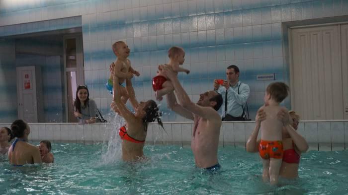 Секс мальчиков в бассейне