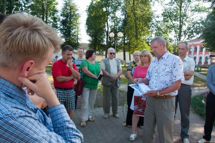 Жители Чашников опасаются, что военная техника займет все пространство парка. Фото Анастасии Вереск