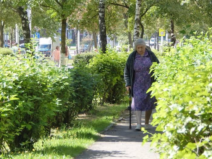 пенсионерка, больная женщина