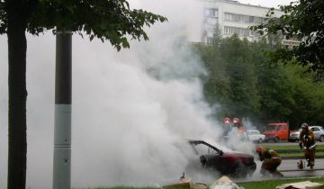 горящий автомобиль