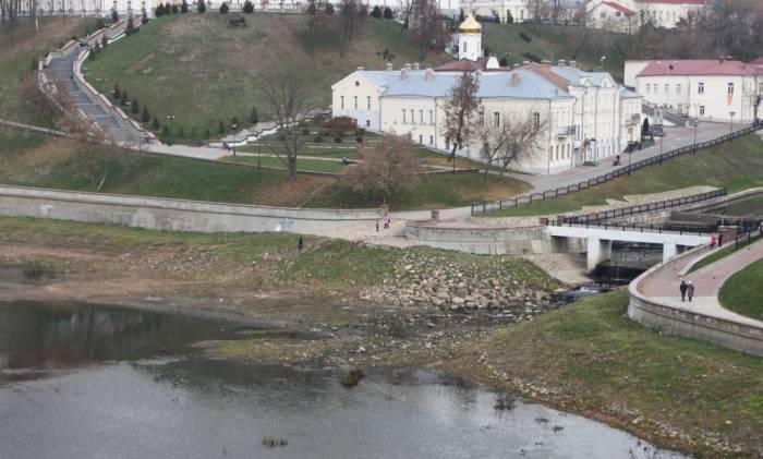 берег двины, свято-духов монастырь
