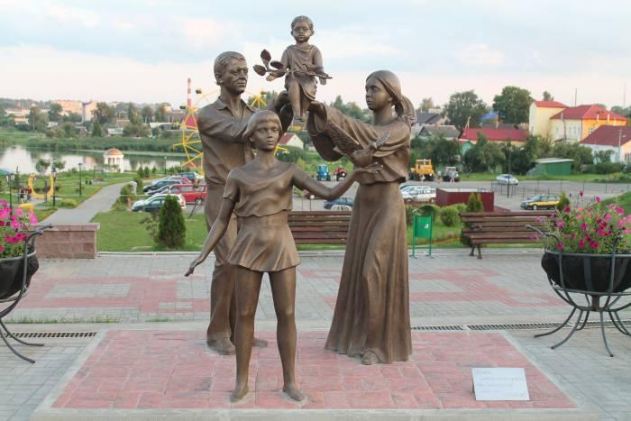 глубокое, памятники, памятник семье