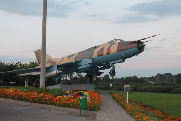 самолет, глубокое, памятник
