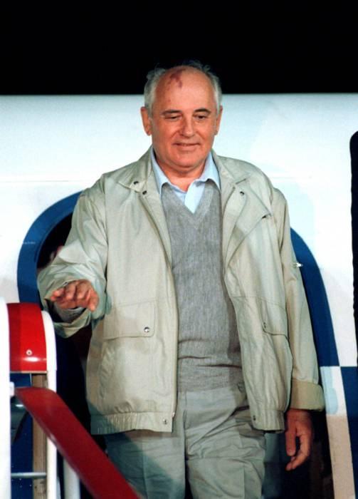 М Горбачев