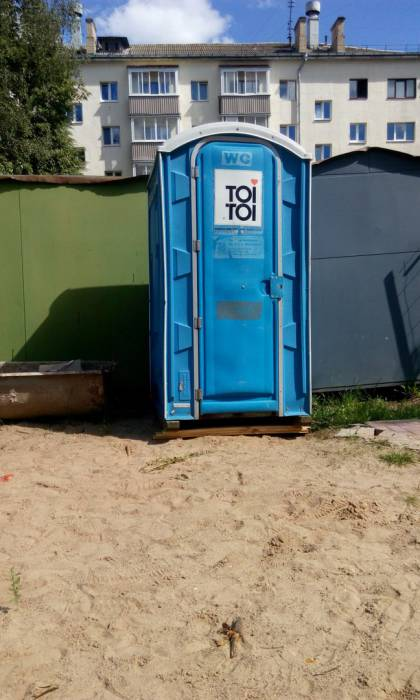 туалет на детской площадке