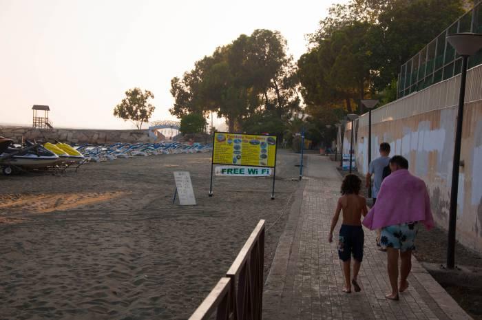 Вай-фай даже на пляже! Фото Анастасии Вереск