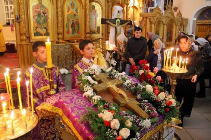 В этот день принято ходить в церковь и молиться. Фото cerkov.kz