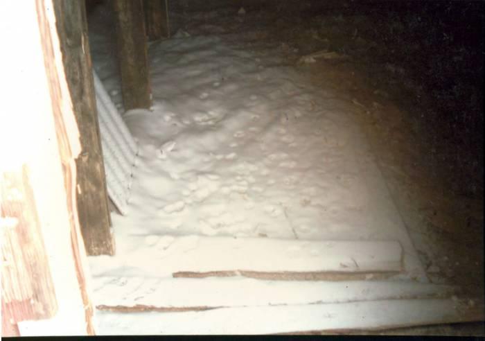 Снег долго лежал на чердаке и медленно таял. Фото из личного архива Зинаиды Шиманской