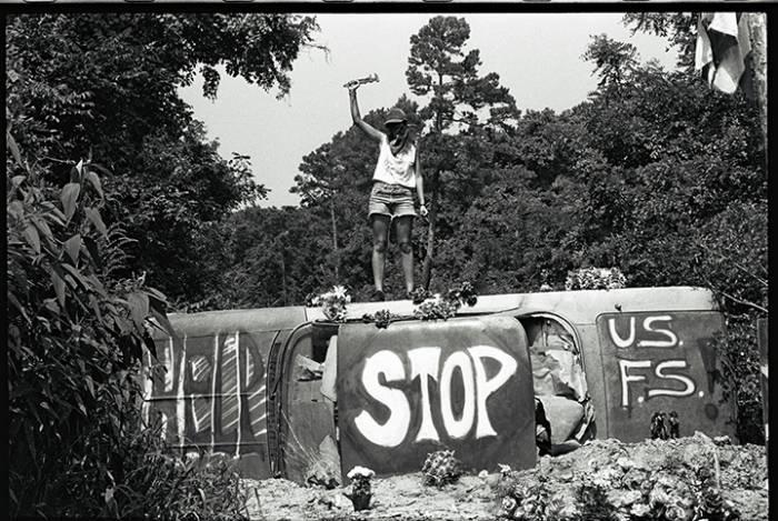 The Biscuit (1990). Автомобильная блокада препятствует входу в лес Shawnee. Фото Orin Langelle