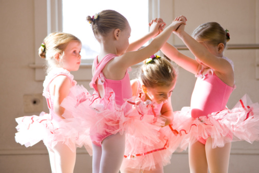 А вы уже определились, в какой хореографический кружок отдать ребенка? Фото mamindrevnichok.ru