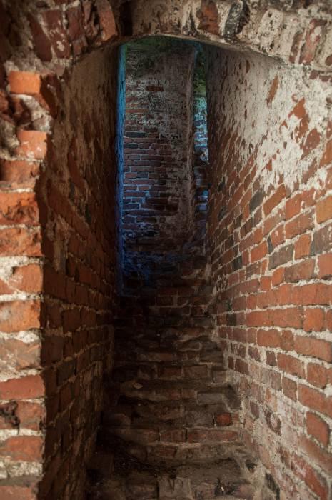 Звонница использовалась в оборонительных целях, толщина стен здесь достигает двух метров. Фото Анастасии Вереск