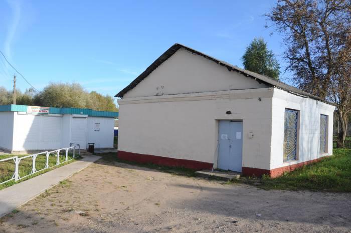 Старое здание и новый магазин. Фото Анастасии Вереск