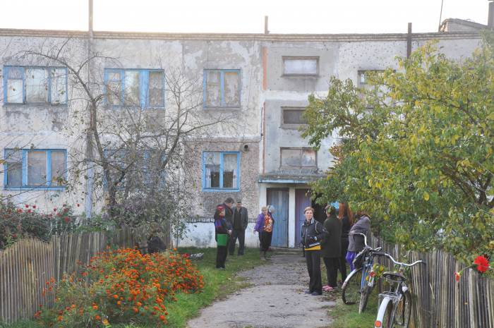 Людей в деревне много, а на всех одна автолавка. Фото Анастасии Вереск