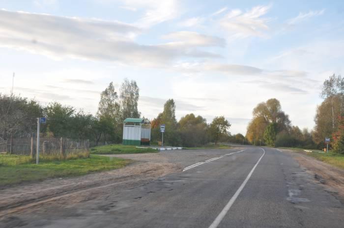 Через Стражевичи проходит большая дорога. Фото Анастасии Вереск