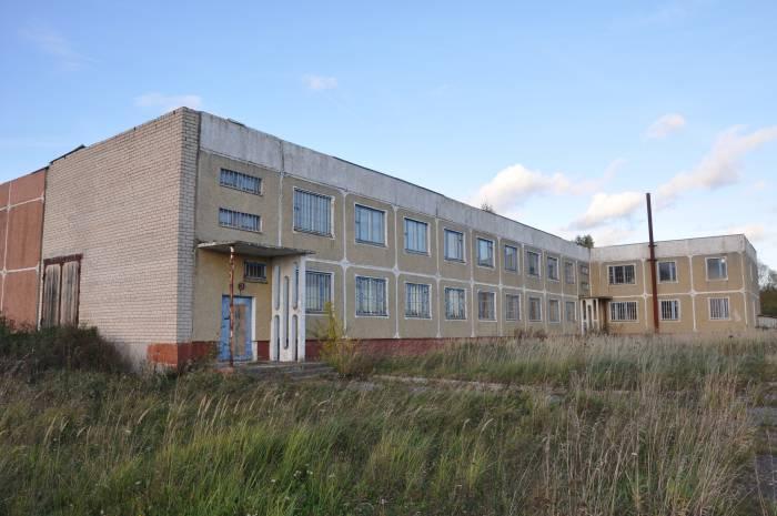 Школа новая, вот только учеников нет. Фото Анастасии Вереск