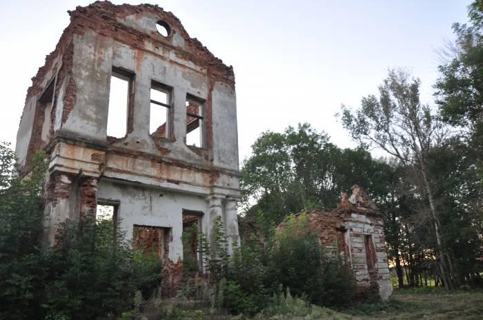 Руины основной части усадьбы. Фото Анастасии Вереск