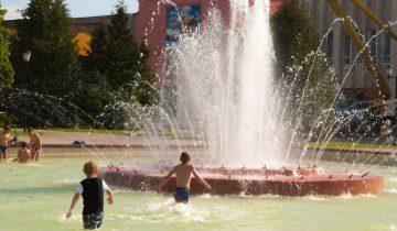 Особенно любят фонтан дети. Фото Анастасии Вереск