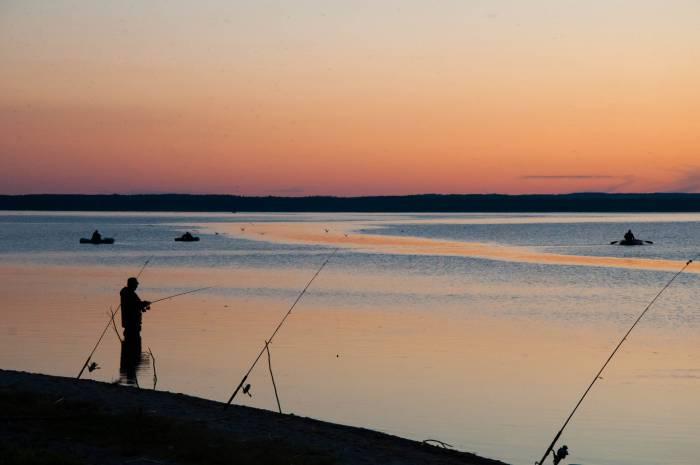 Рыбаки на закате. Фото Анастасии Вереск