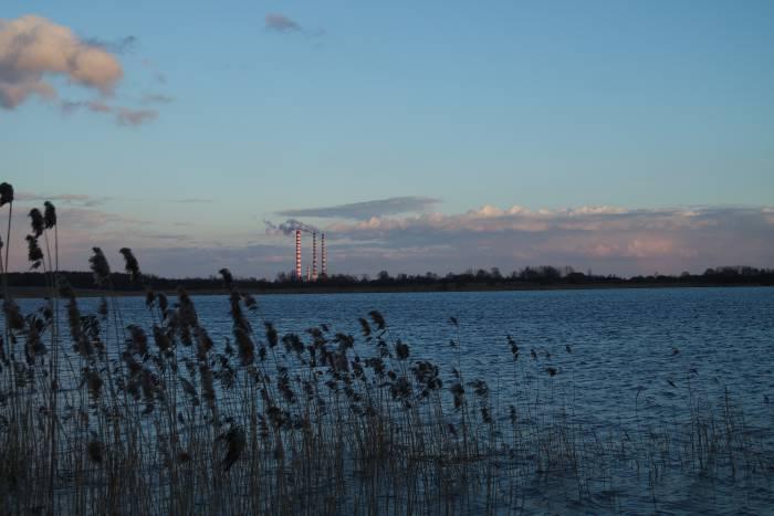 ГРЭС стоит на самом берегу озера. Фото Анастасии Вереск