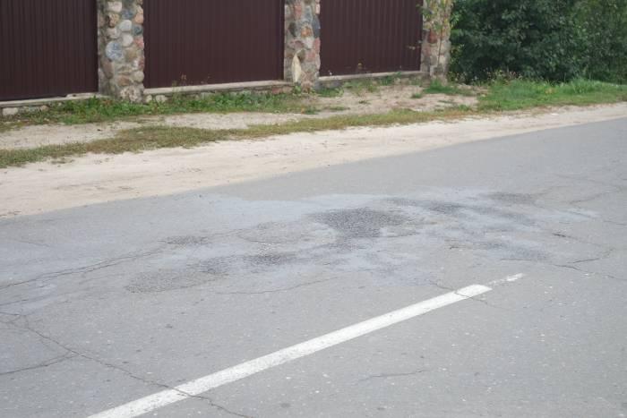 Дорогу на улице Верхнедвинской немного залатали