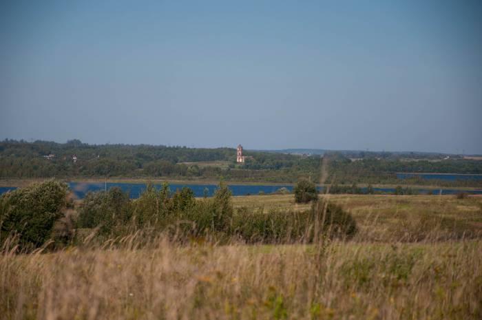 Вид на Свято-Троицкую церковь со стороны Череи. Фото Анастасии Вереск
