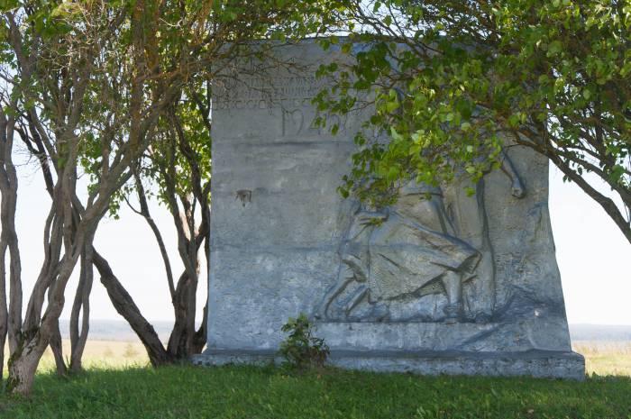 На месте расстрела еврейского населения в Черее в 50-е годы поставили памятник. Фото Анастасии Вереск