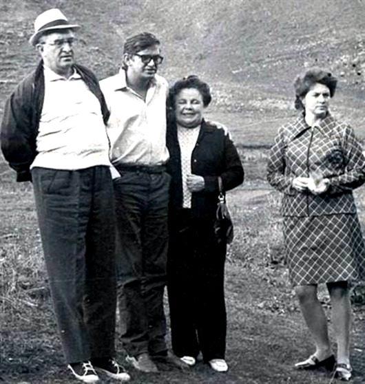 Юрий Андропов с семьей