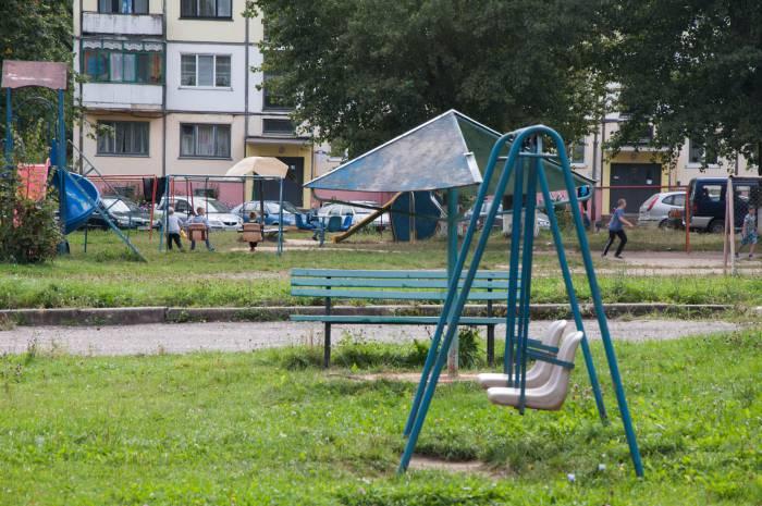 Действительно, с детскими площадками в Новолукомле все в порядке. Фото Анастасии Вереск