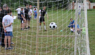 Мяч попадает в ворота...Гол!
