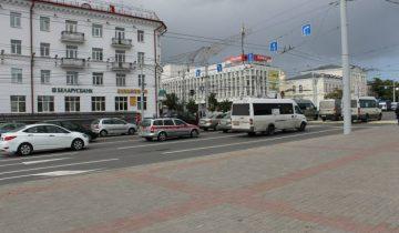 Общественного транспорта в виде маршруток тоже немало. Фото Аня Щербицкая