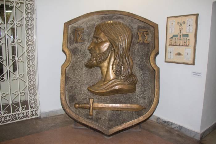 Бронзовый герб сегодня хранится в музее. Фото Виктории Тарасевич