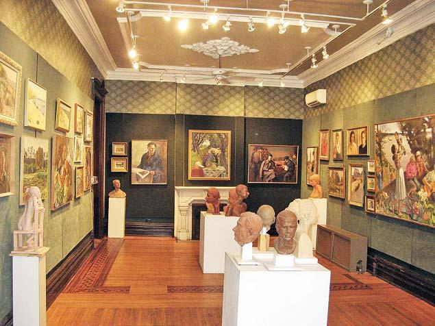 """Экспозиция выставки """"Три поколения художников семьи Лившица"""" в Чикаго. Фото myreklama.com"""