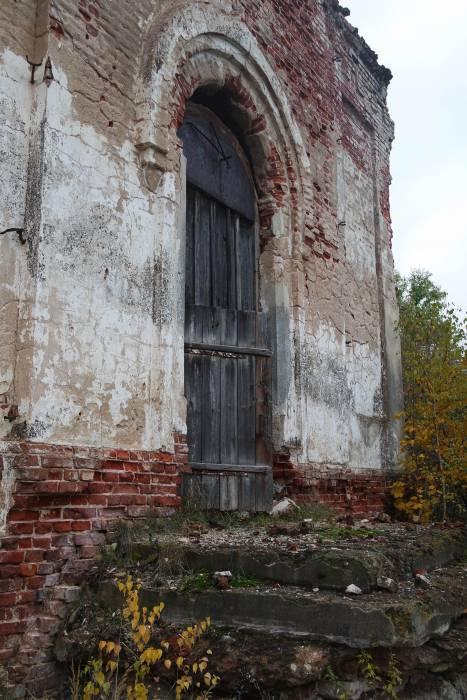 На пороге церкви. Фото Анастасии Вереск