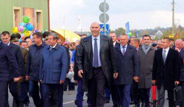 Николай Валуев среди почетных гостей на Дожинках в Сенно.