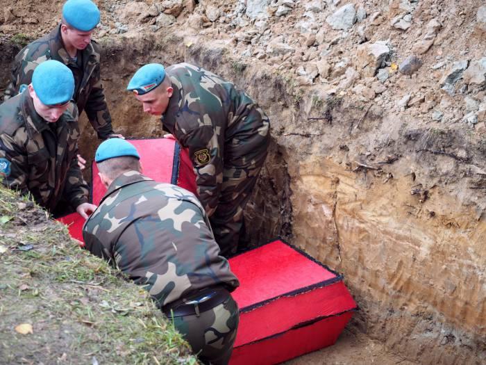Останки 172 жертв, расстрелянных во время войны, перезахоронили на станции Лосвидо