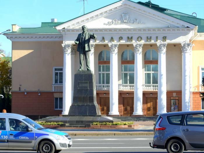 памятник Ленину, филармония