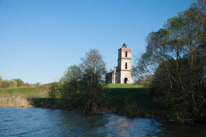 Свято-Троицкая церковь на берегу Черейского озера. Фото Анастасии Вереск