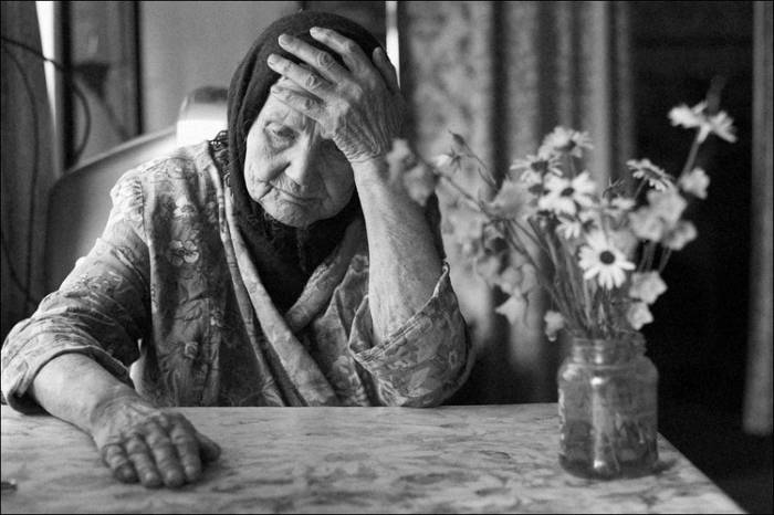 одинокая старушка