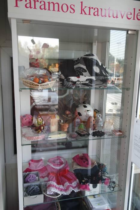 Средства от продажи сувениров тоже идут в фонд приюта. Фото Анастасии Вереск