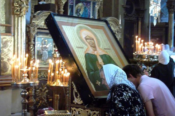 У иконы святой Матроны Московской всегда много верующих. Фото orklooru.ru
