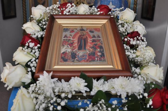 В надежде на чудо к иконе приезжают отовсюду. Фото spas-icona.com