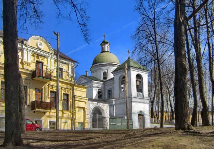 Спасская церковь на улице Путны. Фотопроекция Виктора Борисенкова