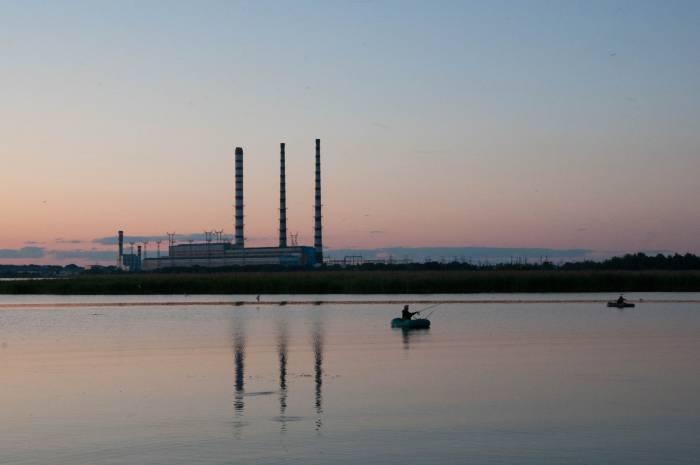Новолукомль легко узнать по высоким трубам Лукомльской ГРЭС. Фото Анастасии Вереск