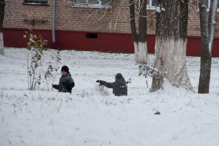 Успеть слепить снежную бабу раньше, чем все растает! Фото Анастасии Вереск